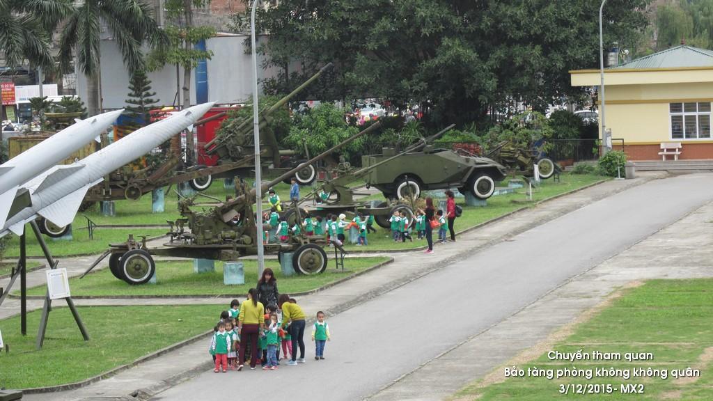 Tham quan bảo tàng Phòng không - không quân